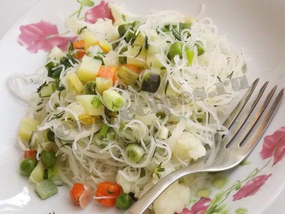 вермишель из рисовой муки с овощами