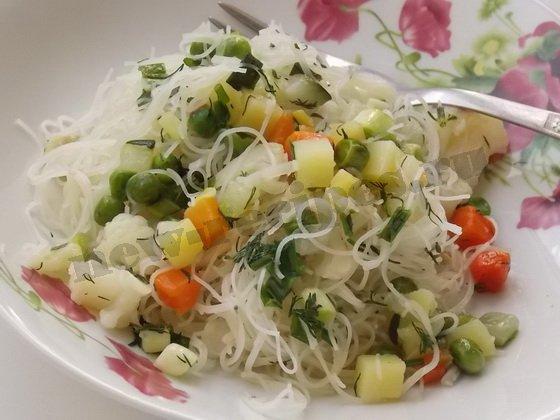 вкусная рисовая вермишель с овощами