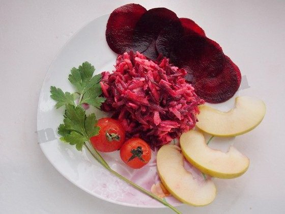 салат из буряка с яблоком