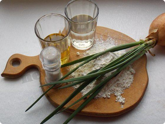 ингредиенты для слоёных пирожков с зеленым луком