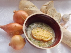 Луковый суп по-французски: блюдо грузчиков и королей!