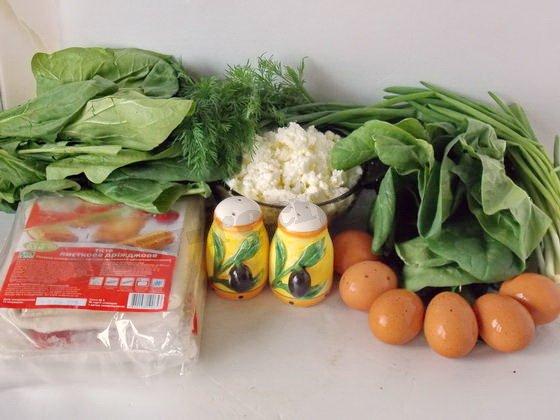 ингредиенты для пирога со шпинатом, творогом и яйцами