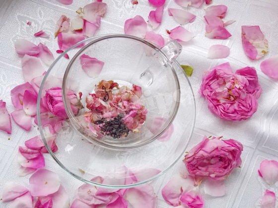 чай с перетёртыми лепестками роз