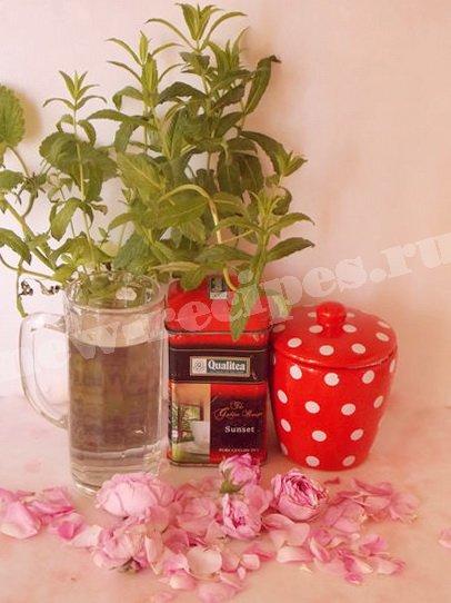 ингредиенты для чая с лепестками роз