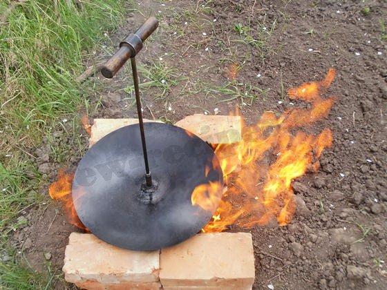 устанавливаем походную сковороду