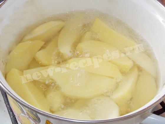 проварим картошку до полуготовности