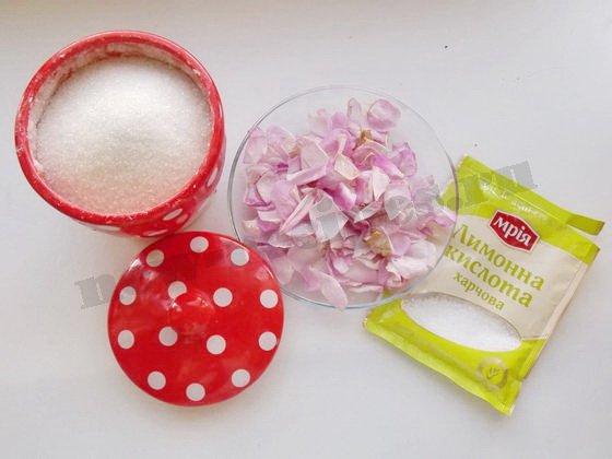 ингредиенты для припаса из чайных роз