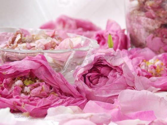 припас из лепестков чайных роз