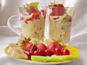 десерт сливочно-ягодно-фруктовый