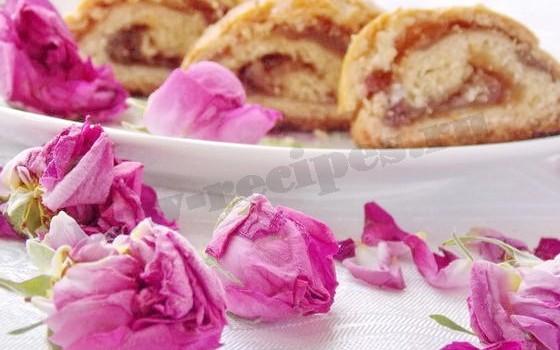 выпечка с лепестками роз
