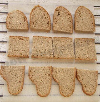 нарежем ржаной хлеб ломтиками