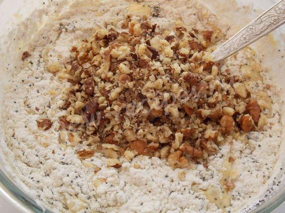 добавляем измельчённые орехи