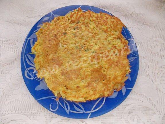 готовые картофельные блинчики перекладываем на блюдо