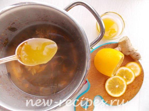 в тёплый чай добавляем лимон и мёд
