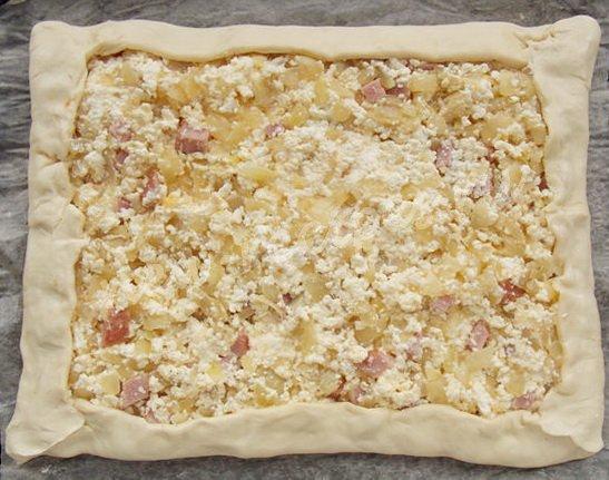 рецепт слоёного лукового пирога