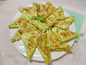 Треугольники из лаваша с сыром и брынзой на сковороде