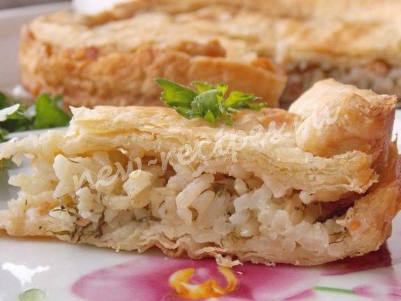 Пирог с консервированной рыбой и рисом с