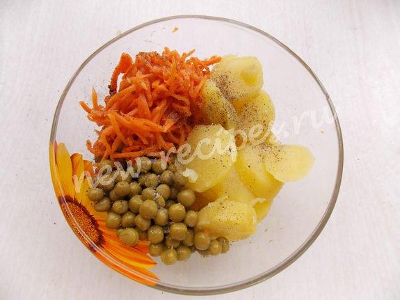 смешиваем картошку, морковку, горошек
