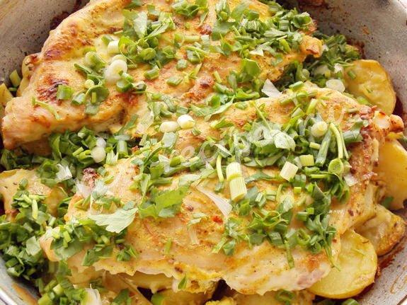 запечённые куриные грудки с кабачком и картошкой